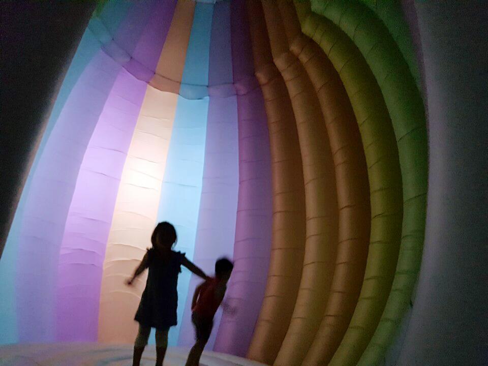 FriendsWithYou inaugura instalação gigante em Seul