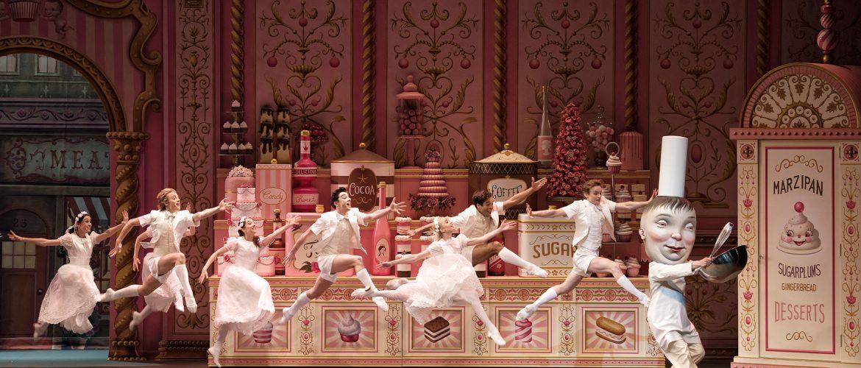 Mark Ryden faz cenários e figurino do balé Whipped Cream